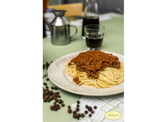 Spaghetti with minced meat.