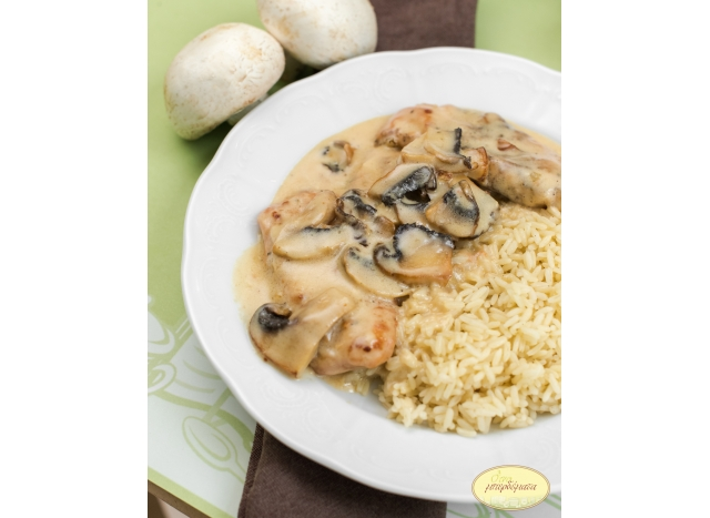 Chicken fillet with fresh mushrooms a la crem.